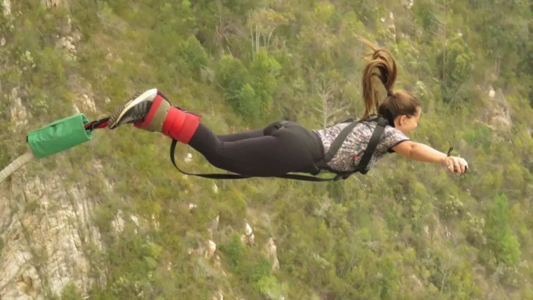 Des Brésiliens racontent leur expérience de saut depuis le plus grand saut à l'élastique du monde, en Afrique du Sud