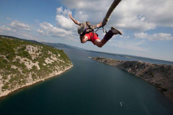 Bungee Jump : Que dois-je savoir avant de sauter ?