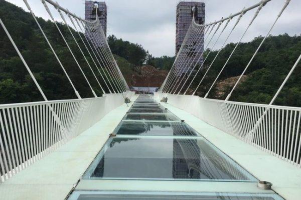 Sept ponts et viaducs pour le saut à l'élastique : l'un d'eux est en verre
